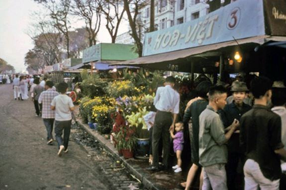 Hình ảnh phiên chợ hoa trong ngày tết xưa
