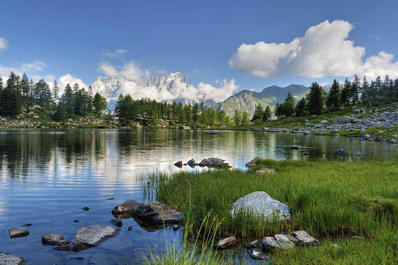 一个平安的自然风景的图片