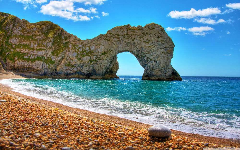 Bức tranh phong cảnh làn sóng biển xanh biết đánh vào bờ