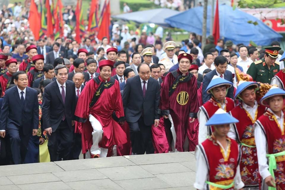 Hình ảnh Thủ tướng Nguyễn Xuân Phúc đến dâng hương ngày giỗ tổ Hùng Vương