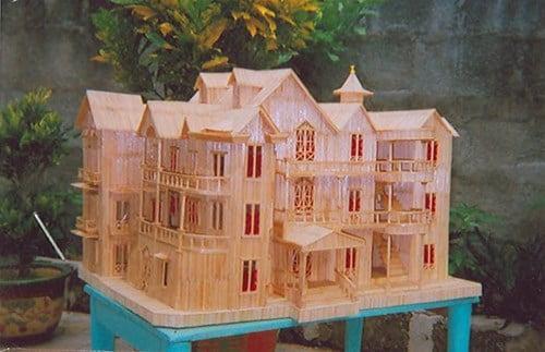 Mô hình lâu đài bằng tăm tre rất phức tạp đòi hỏi sự khéo léo