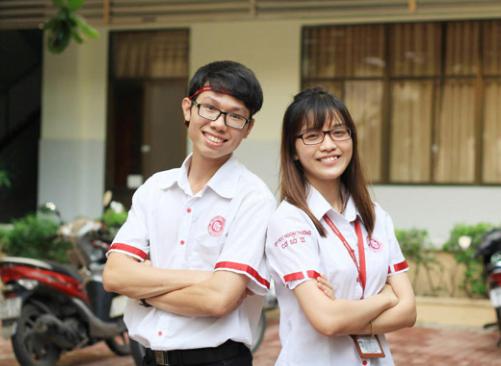 Sinh viên tự tin trong bộ đồng phục