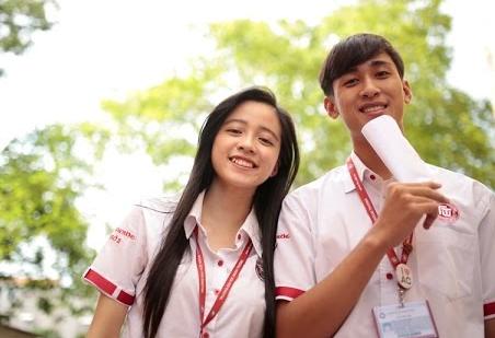 Sinh viên rạng ngời trong bộ đồng phục