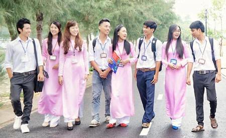 Đồng phục Đại học Tôn Đức Thắng của các sinh viên