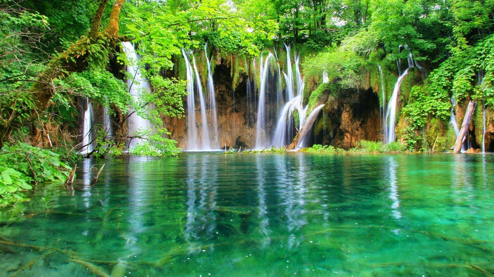 Ảnh bìa đẹp khung cảnh dòng thác nước trong vắt